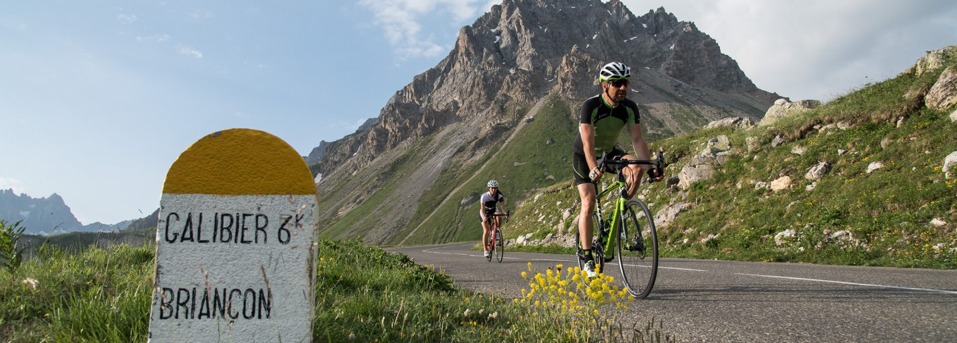 Ascension Galibier en vélo au lever de soleil