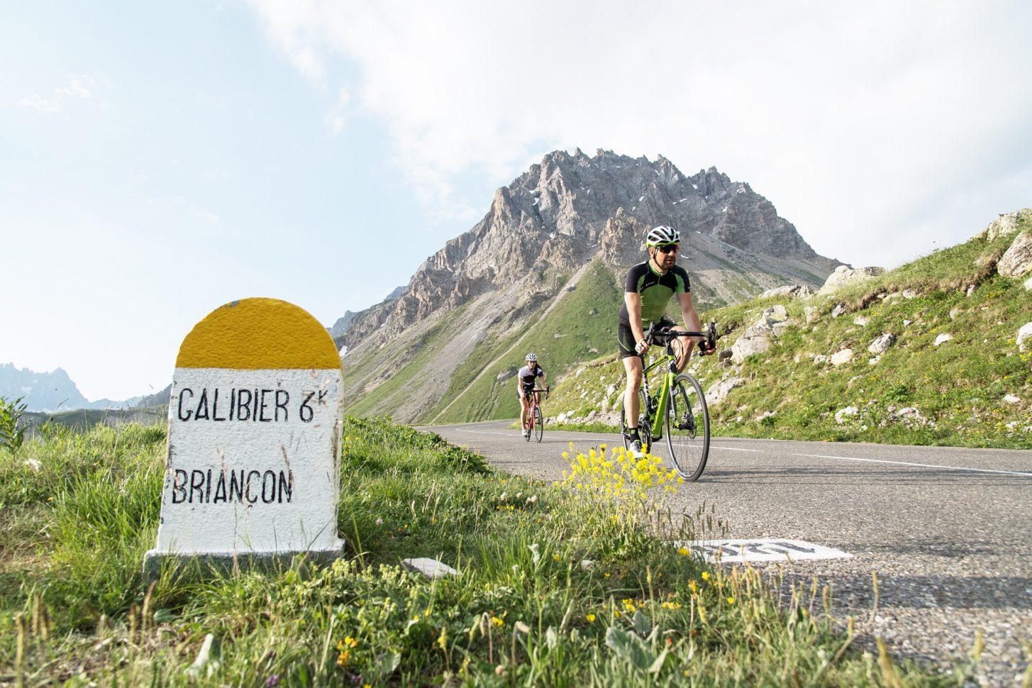 Montée du Col du Galibier en vélo au levée du jour à Valloire